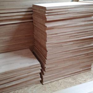 Regal und Holzplatten